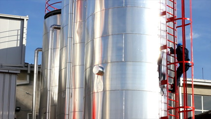 Worker gets off the Silo