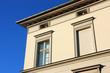 Altbau Hausfassade schraeg 2