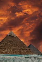 piramidi sul mare