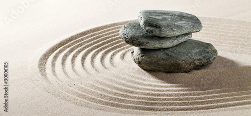 galets zen sur fond de sable fin - 30006105