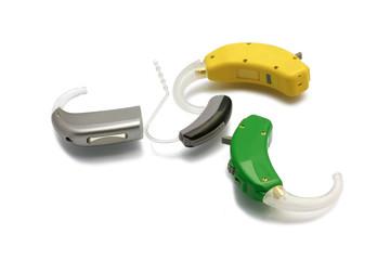Vier aktuelle Hörgeräte - freigestellt