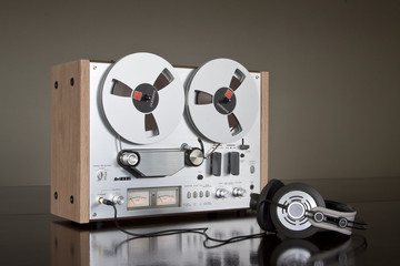 Vintage Stereo Reel-to-reel Tape Deck Recorder