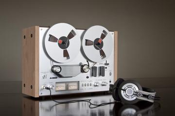 Vintage Stereo Reel-to-reel Tape Deck Recorder
