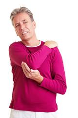 Senior mit schmerzendem Nacken