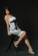 belle brune en robe légère 5