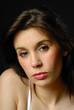 portrait d'une belle femme brune 23