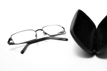 Brille mit Brillenetui 146