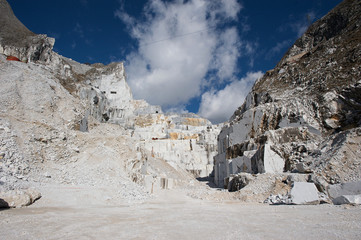 carrara white marble quarry
