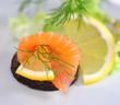 Pumpernickel mit Lachs und Zitrone