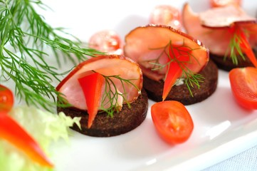 Pumpernickel mit Schinken