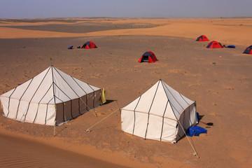Camp dans le désert