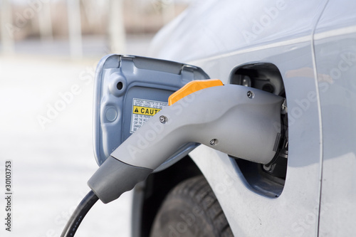 "Elektroauto beim ""Tanken"""