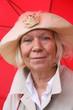 Rentnerin mit Regenschirm 6