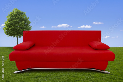 rote couch in der wiese von by studio lizenzfreies foto 30161382 auf. Black Bedroom Furniture Sets. Home Design Ideas