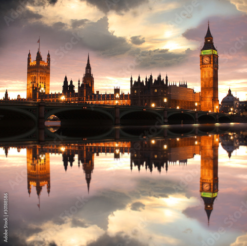 big-ben-w-godzinach-wieczornych-londyn-wielka-brytania
