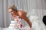 Fototapety bride and a wedding cake