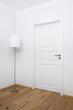 Tür und Lampe
