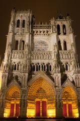 Illumination de la Cathédrale Notre-Dame d'Amiens en polychromie