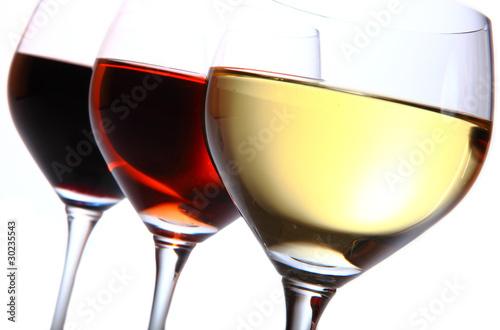 trois verres en couleurs