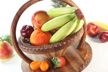 Früchte-Mix im Korb