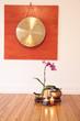 Großer Gong und Orchidee
