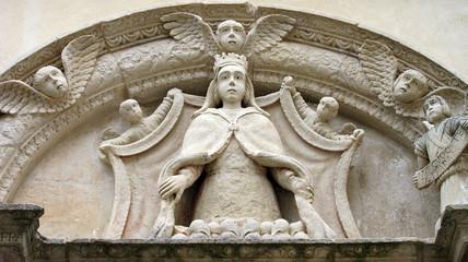 Lunetta con statua di Madonna in una strada di Galatina (Lecce)