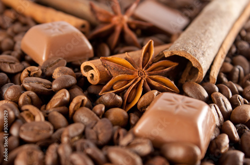 Anise, cinnamon, choco and coffee beans