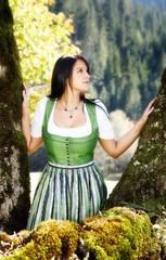 Junge Frau in der Natur_4254