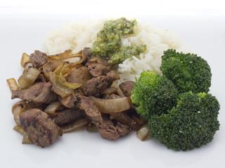 Zwiebelfleisch mit Broccoli