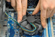Ein CPU-Lüfter wird eingebaut