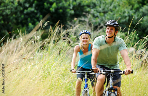 Poster mountainbike couple outdoors