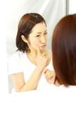 Pimple/吹き出物に悩む女性 poster