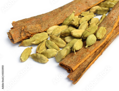 Cardamom with cinnamon