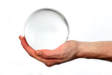 Glaskugel in der Hand