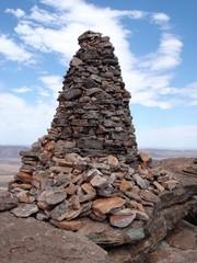 Steinturm auf Berggipfel