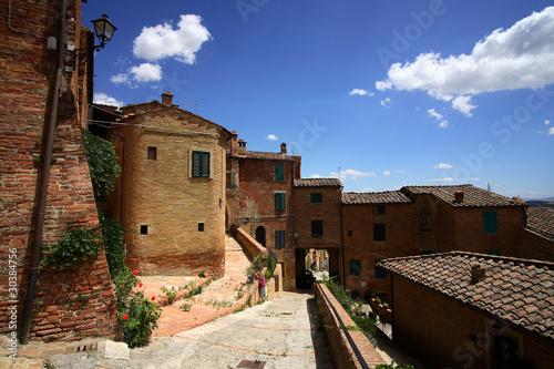 Asciano, cittadina medievale del territorio senese