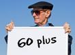 Senior mit Schild - 60 plus
