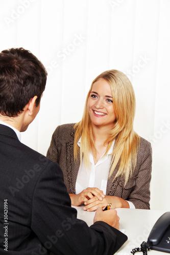 Beratungsgespräch. Beratung und Gespräch durch Ber