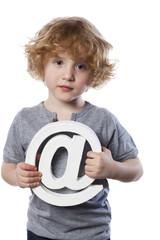petit garçon génération internet