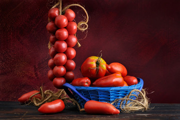 Composition of varied tomatoes