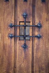 porte sécurisée ancienne rustique