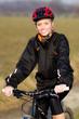 Junge Frau auf dem Fahrrad