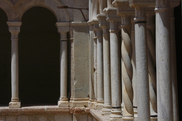 Foligno, abbazia di Sassovivo, dettaglio del chiostro