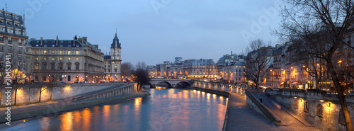 Paris - view from Pont Neuf bridge at night - 30453941