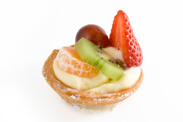 Small pie with cream and different fruits