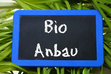 Tafel mit Kreide Schrift Bio Anbau