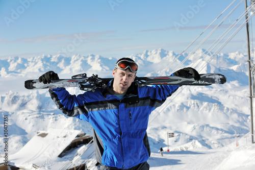 Papiers peints Nautique motorise man winter snow ski