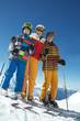 Skifahrerin mit zwei Skikids