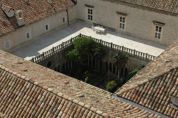 Cloître roman du Monastère des Franciscains à Dubrovnik