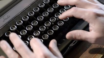 macchina da scrivere vecchia